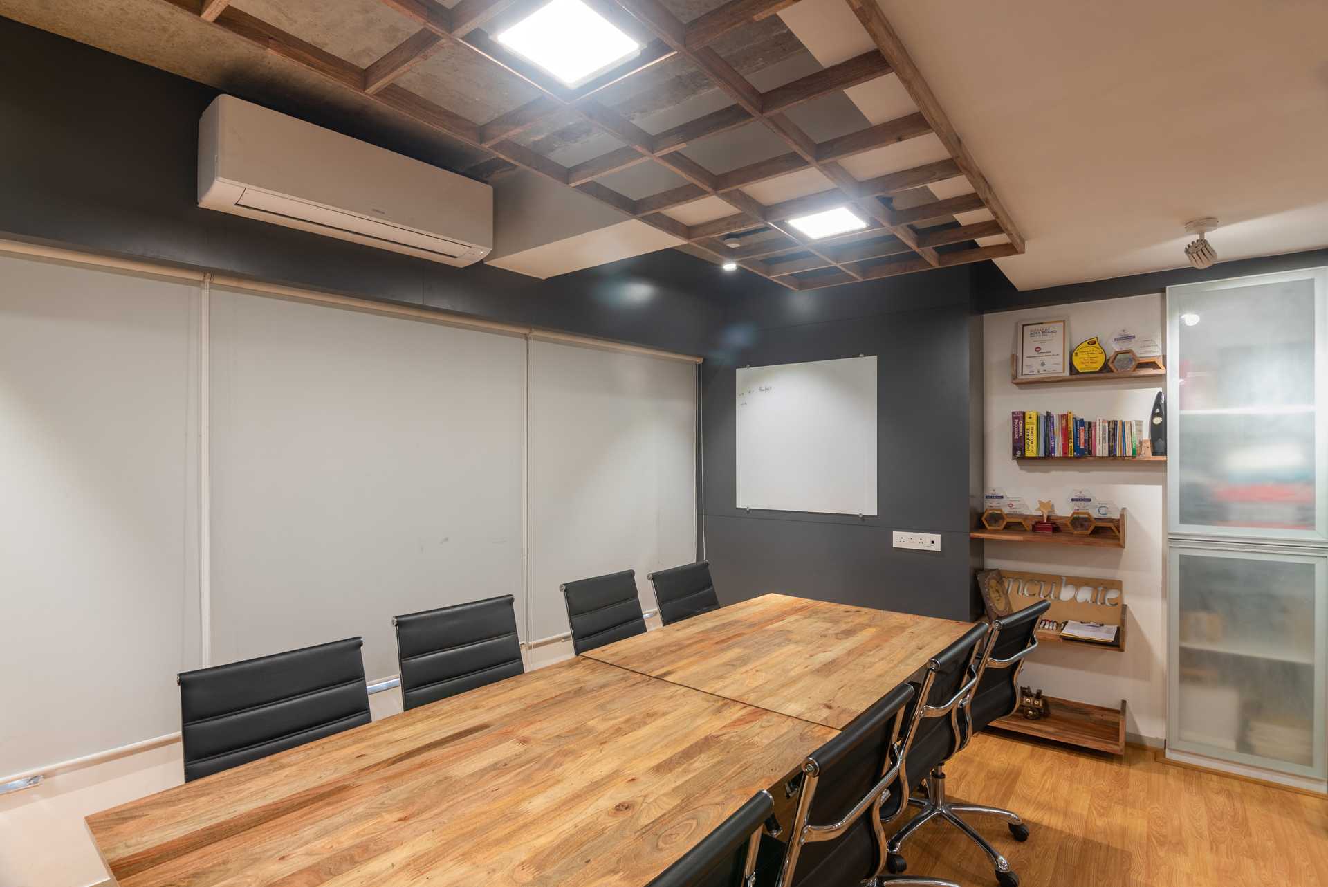 Phoenix-CoWorking-8 Seater Conference Room