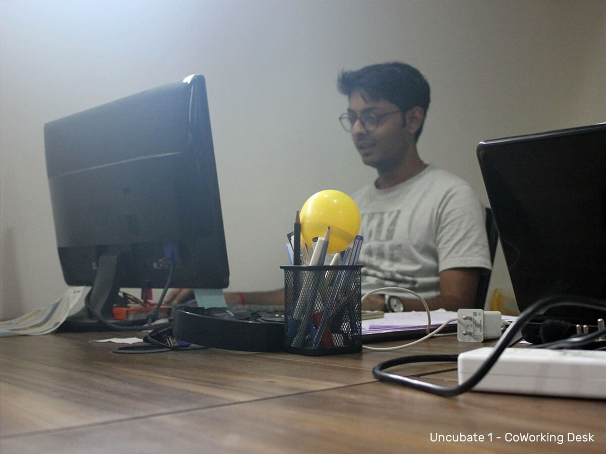 Working-desk-Uncubate-1-coworking-space-ahmedabad